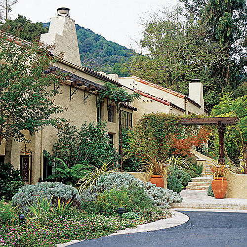 Mediterranean Style Landscaping: Outdoor Makeovers For Your Backyard, Deck, Front Entryway