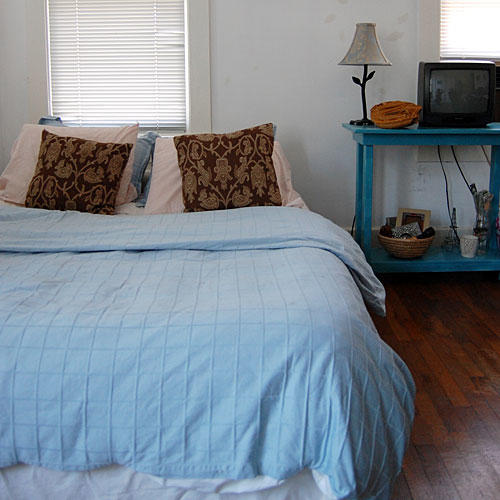 Bedroom Makeover on a Budget (before)