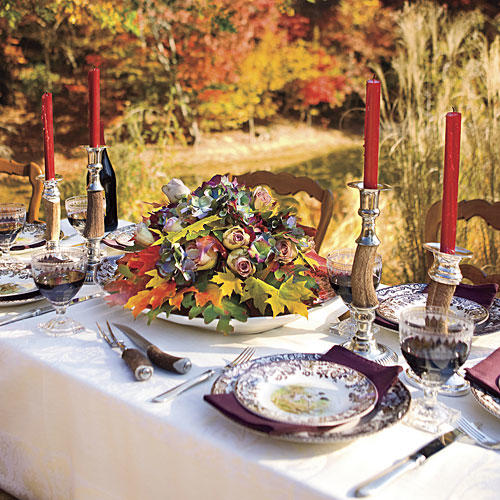 Thanksgiving dinner decorations centerpiece southern living - Thanksgiving dinner table decorations ...