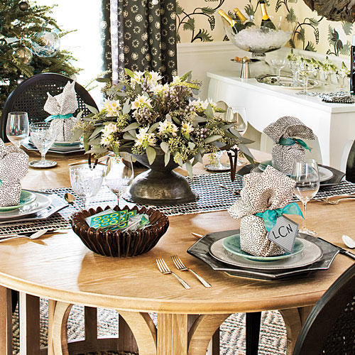 Christmas Table Decorations Silver and Sage Settings & Holiday Table Decorations: 6 Ways - Southern Living