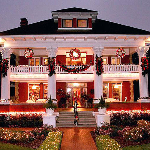 Micanopy, Florida: Herlong Mansion Inn at Christmas