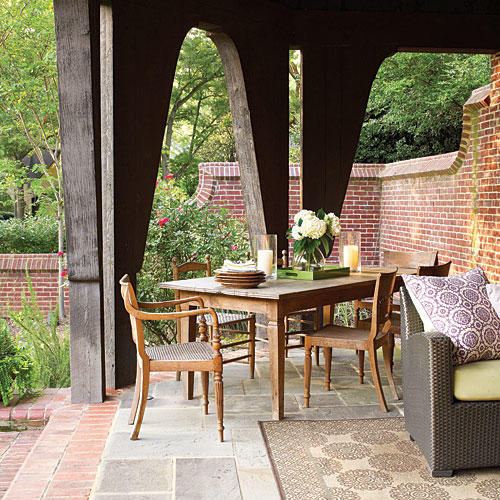 Outdoor Dining: English Garden Patio