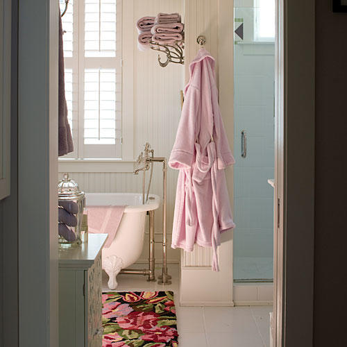 Fun And Bright Living Room Color Ideas Wrapping Comfort: Comfortable Guest Baths