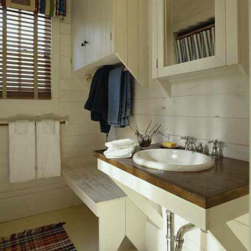 Comfortable guest baths southern living - How to decorate a guest bathroom ...