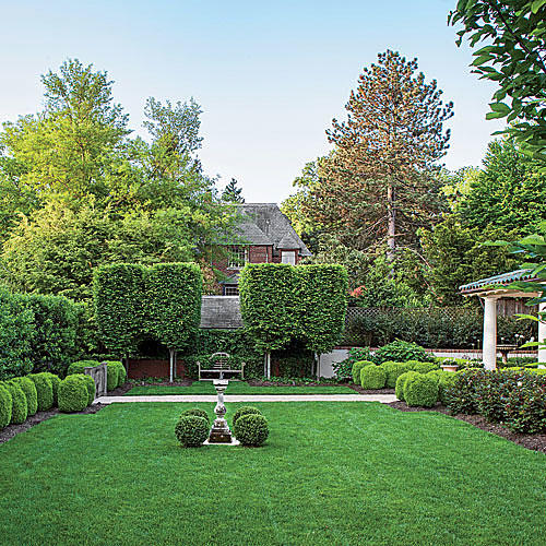 All-Green Evergreen Garden - Landscaping With Boxwoods - Southern Living