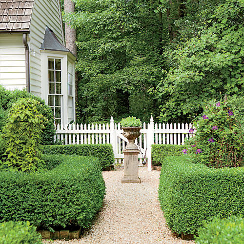 1406 Low-Maintenance Boxwood Garden