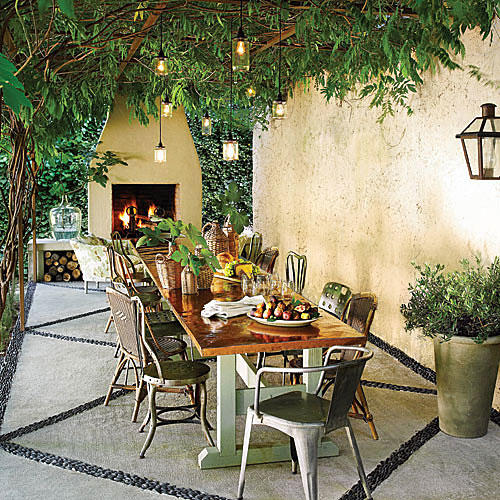 Outdoor Dining Area Ideas: Glowing Outdoor Fireplace Ideas