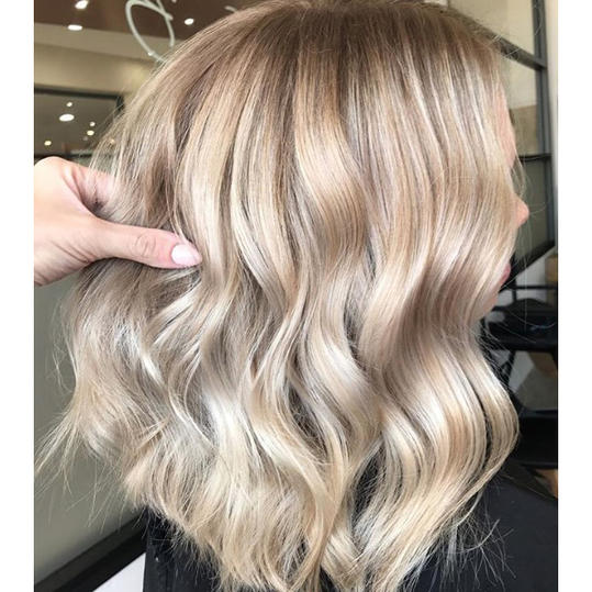 Champagne is the Latest Color Hair We\'re Crazy For