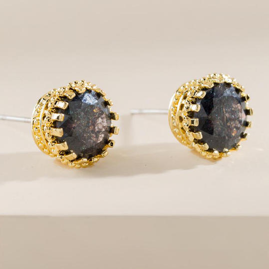 Crown-Set Stud Earrings