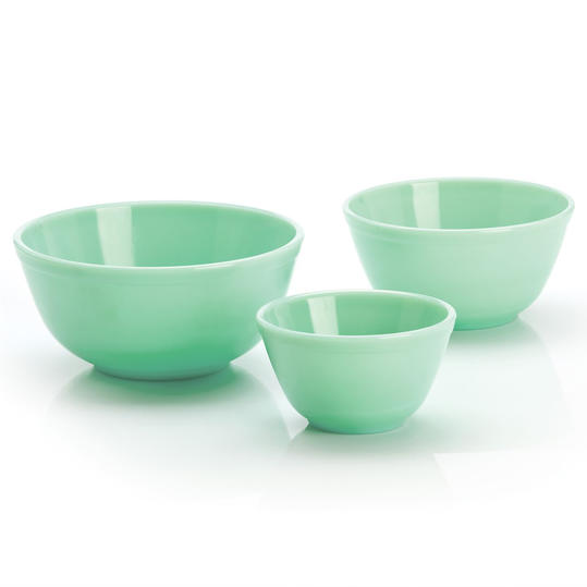 Vintage-Looking Jadeite, Milk Glass, And Pyrex Dishes To