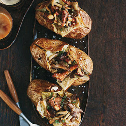 Baked Potatoes with Wild Mushroom Ragů