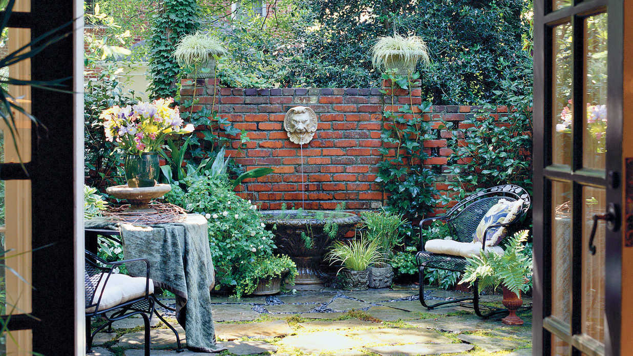 Shady courtyard makeover southern living for Shady courtyard garden design