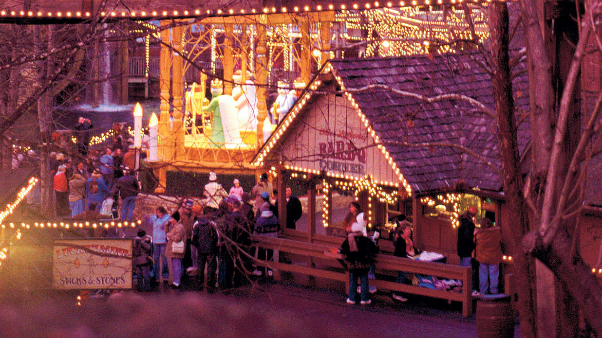 "[INFO ""OT - Celebrate in the Smokies""]Get a Taste of Christmas at Dollywood"