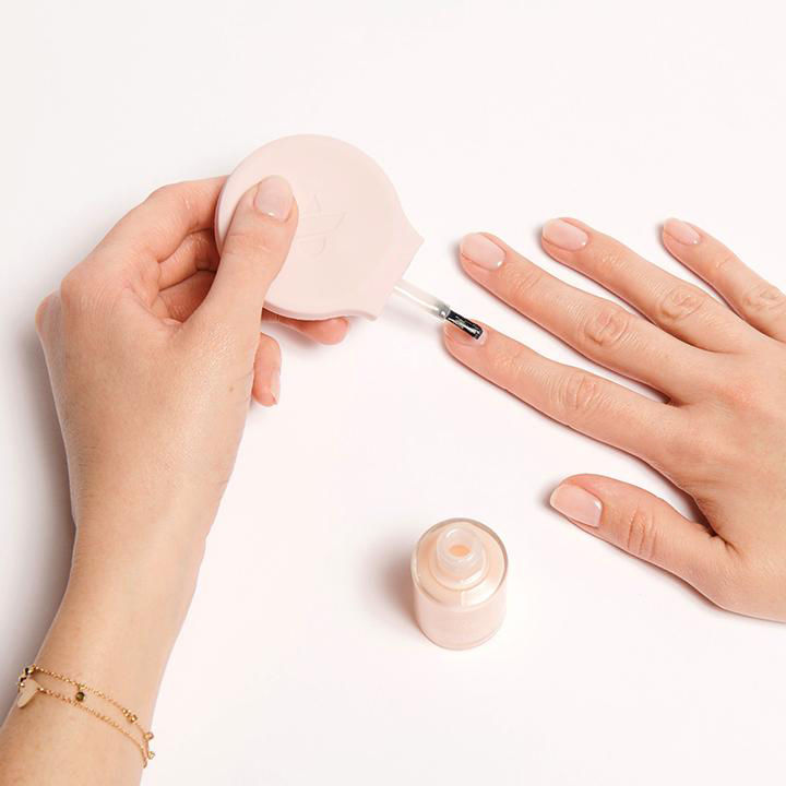 This New Manicure Tool Makes Painting Your Non-Dominant Hand Oh-So-Easy