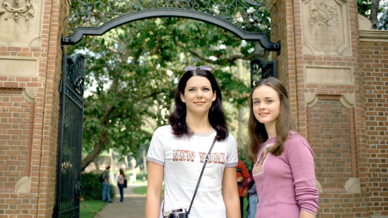 8 Great Lorelai and Rory Gilmore Mother-Daughter Moments