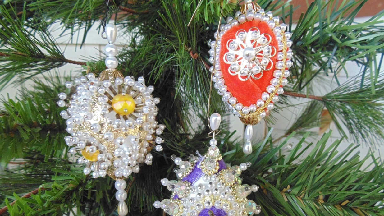 16 Enchanting Vintage Christmas Ornaments