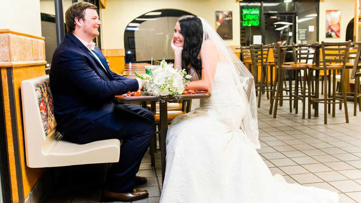 You Have to See This Florida Couple's Grande Wedding Photo Shoot at Taco Bell
