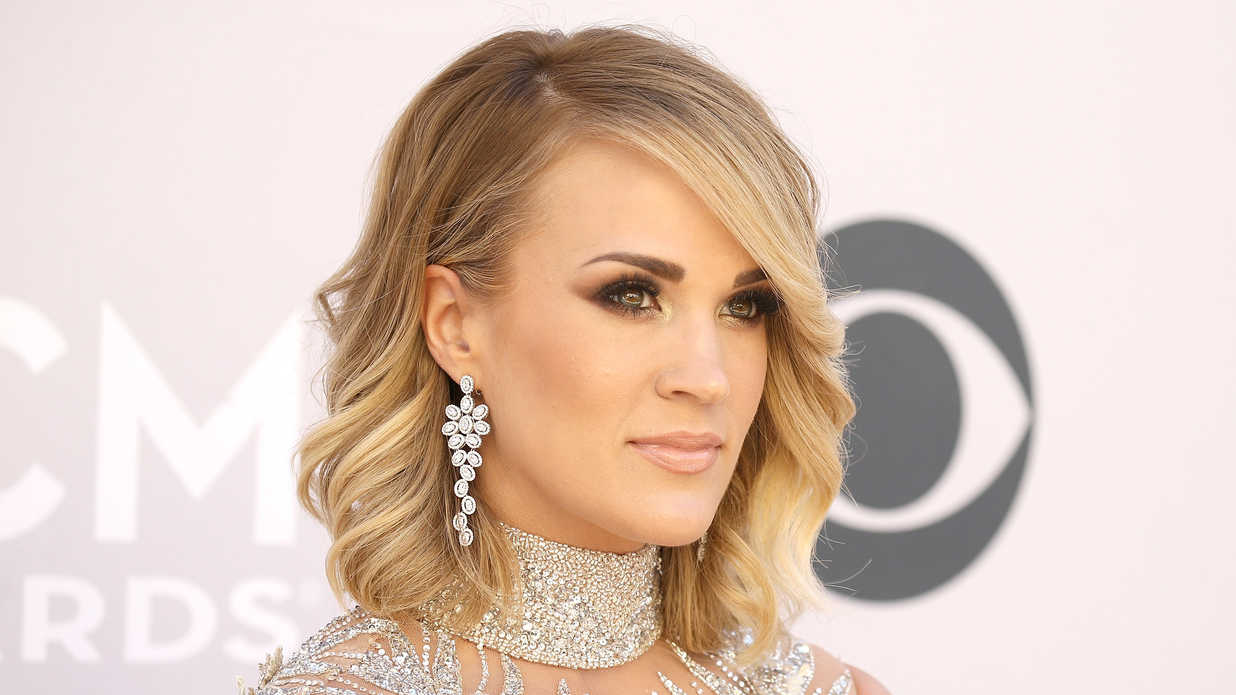 Carrie Underwood Hair Style: Shoulder Length Hairstyles To Show Your Hairstylist ASAP