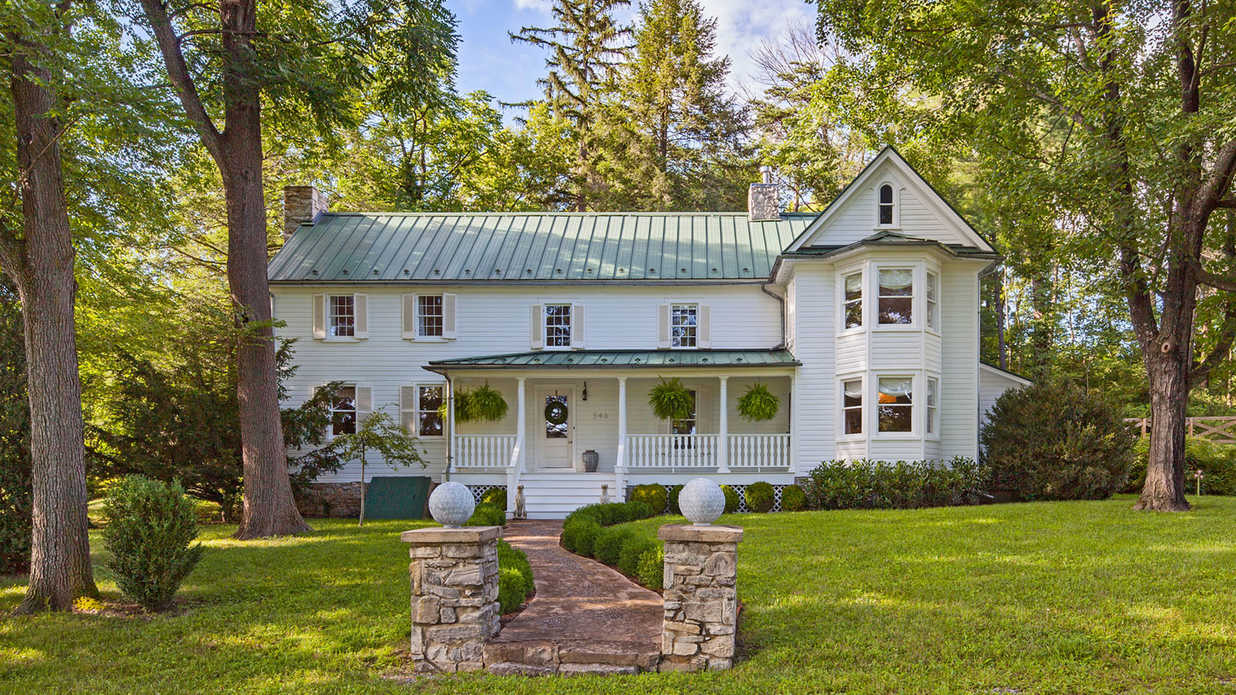 This Stunning West Virginia Farmhouse Absolutely Nails Old-Meets-New
