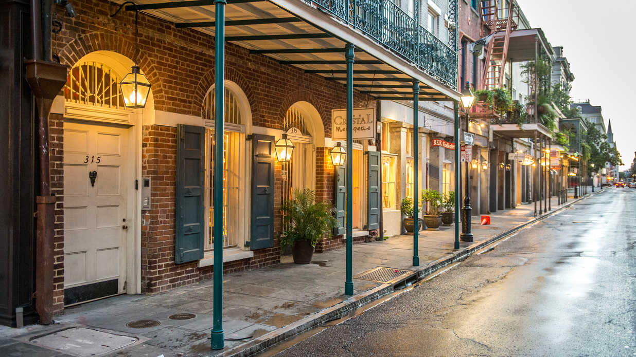 why is new orleans 39 nickname 39 the big easy 39 southern living. Black Bedroom Furniture Sets. Home Design Ideas