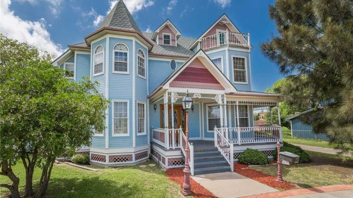 This Cloud Blue Texas Home Is Realtor.com's Most Popular Listing