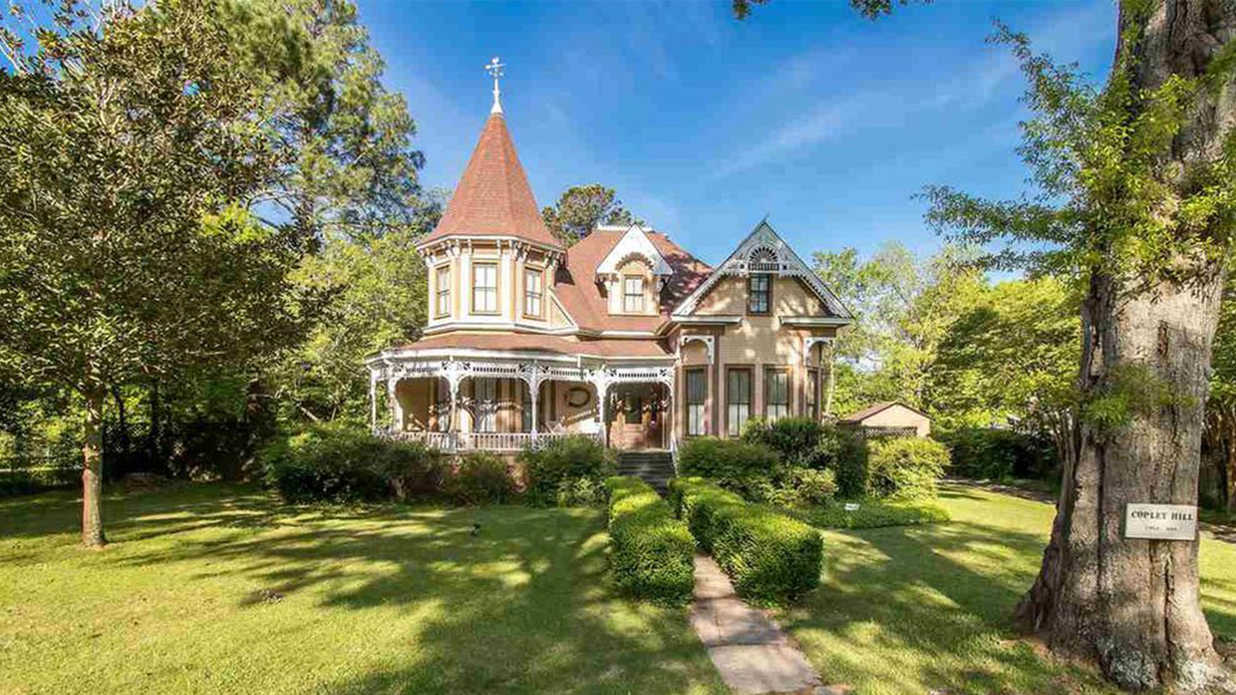 This Small-Town Mississippi Victorian is a True Diamond in the Rough