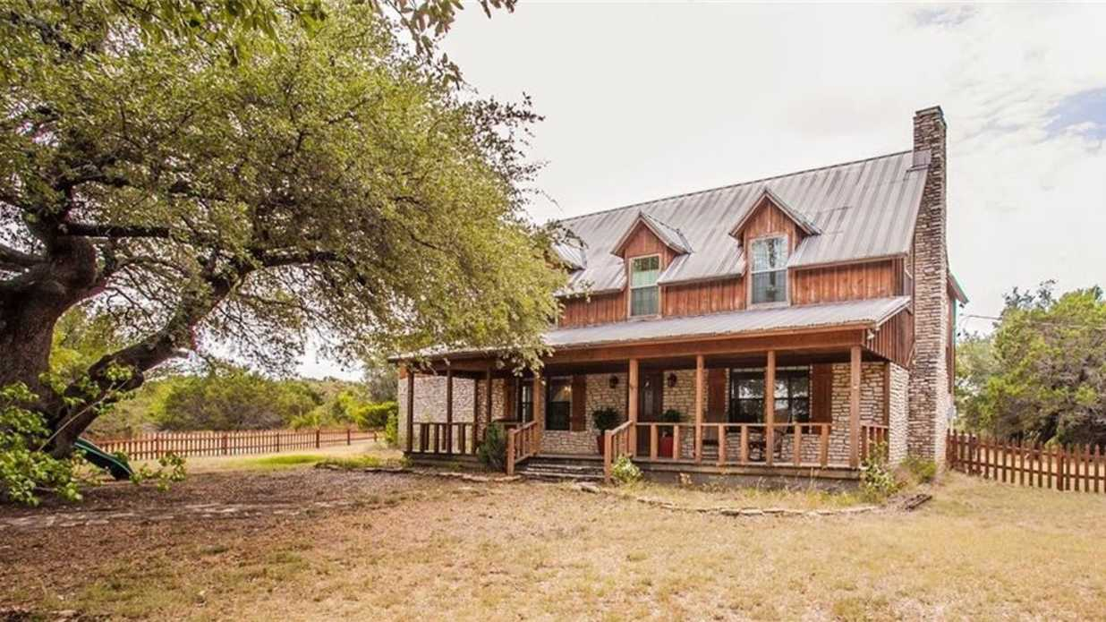 Country Farmhouse From 'Fixer Upper' Season 1 Can Be Yours for $475,000