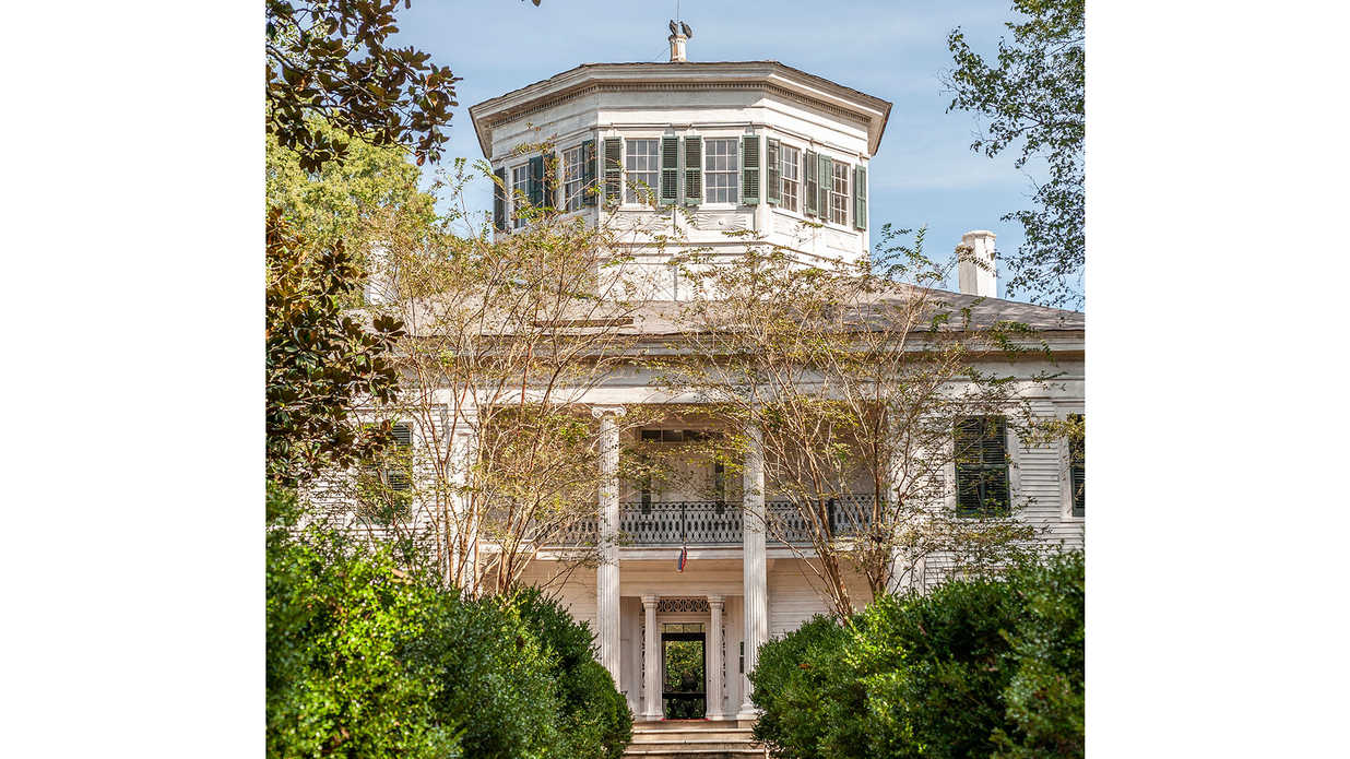 This Prized Antebellum Mansion (And All Its Treasures!) Just Hit the Market in Mississippi