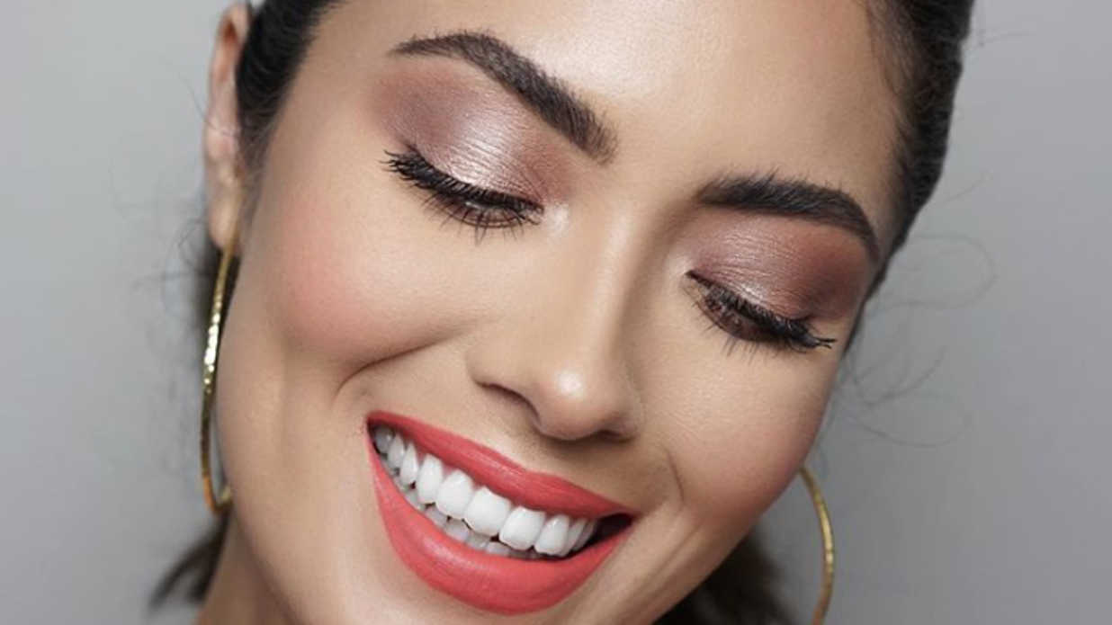 15 Christmas Eyeshadow Looks That Are Perfect for the Holiday Party Season
