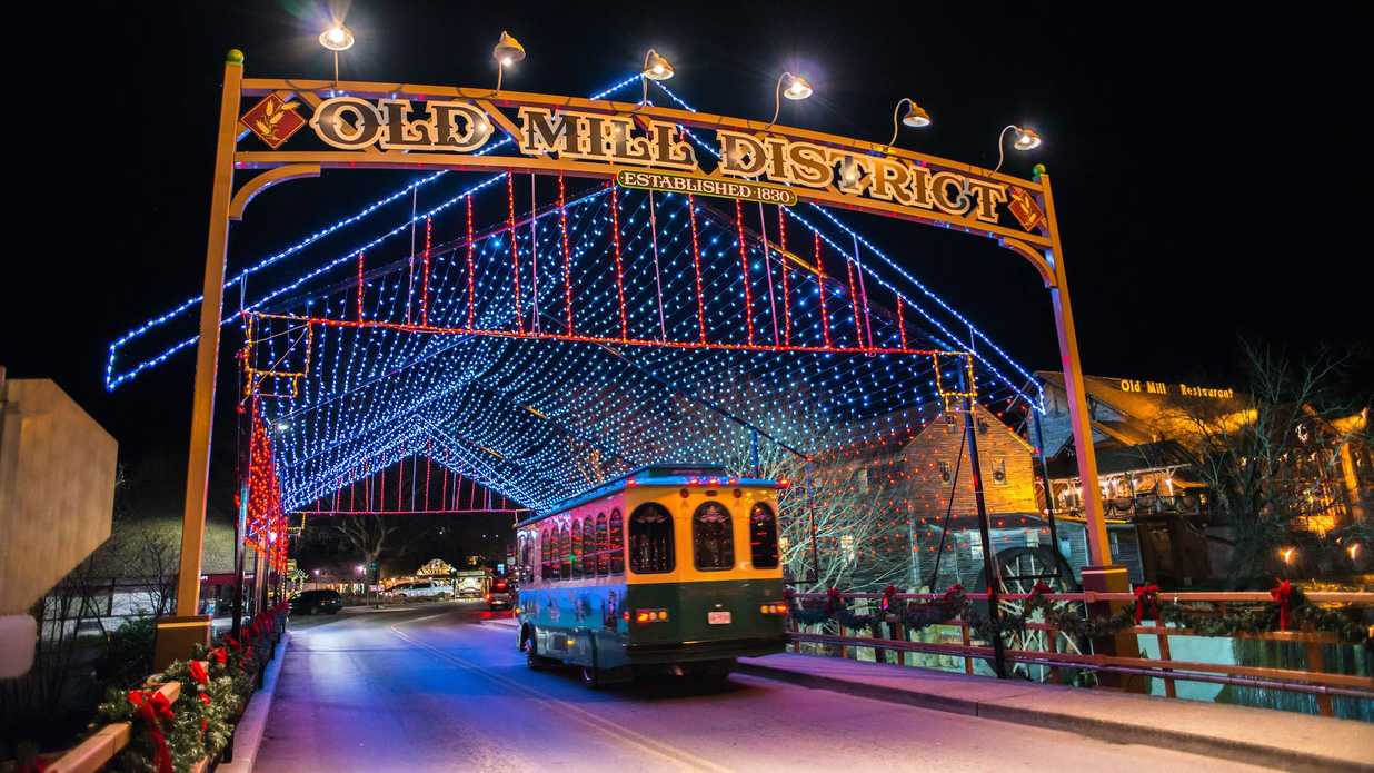 Dollywood Christmas.Why You Need To Visit Pigeon Forge This Christmas And It S