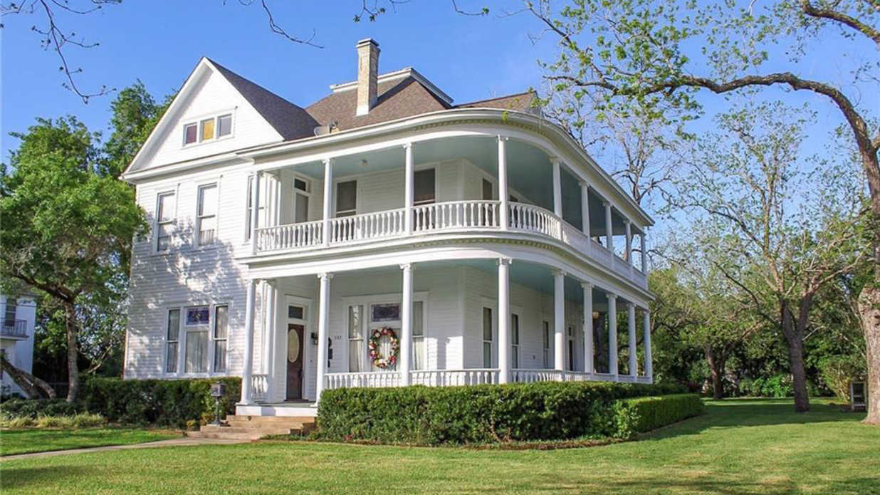 This Historic Texas Home Has the Dreamiest Porch We've Ever Seen—And It's on the Market