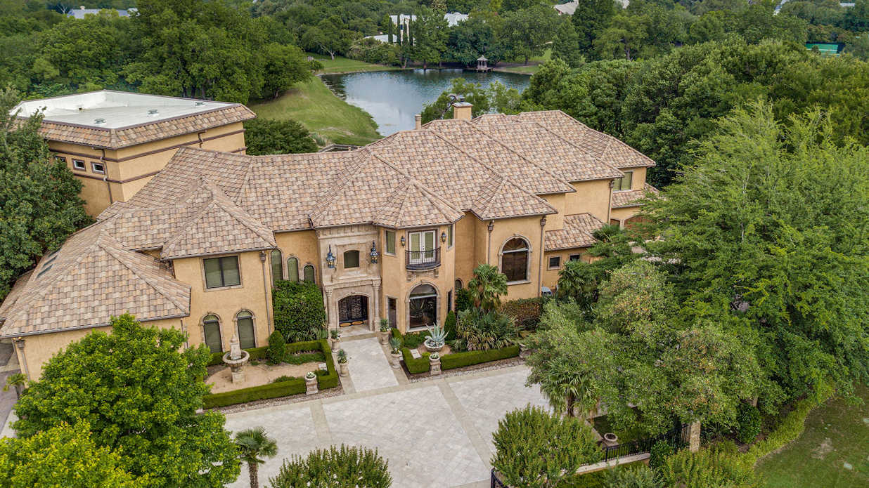 This Show-Stopping Texas Mansion Has a 90,000-Gallon Pool