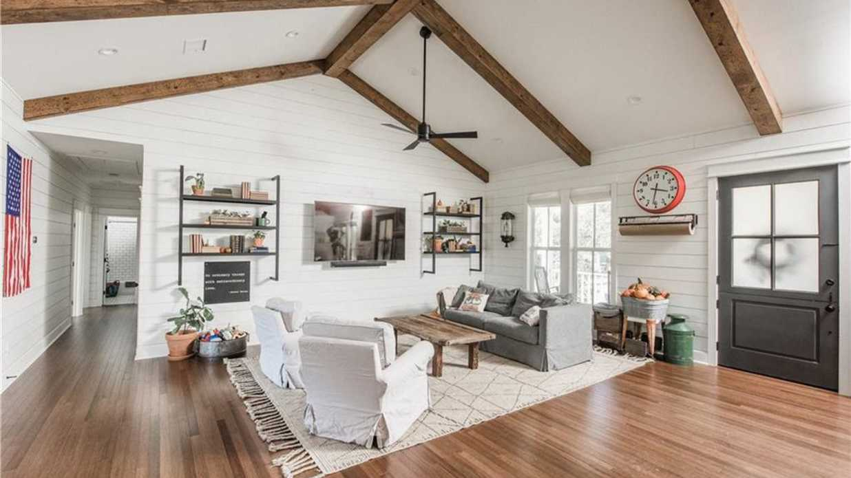 "Crawford, TX ""Little Shack on the Prairie"" from Season 4 <i>Fixer Upper</i> Finale Hits Market for $400,000"