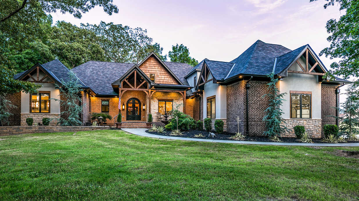 "Randy Houser Asks $1.5 Million for Tennessee ""Dream House"""