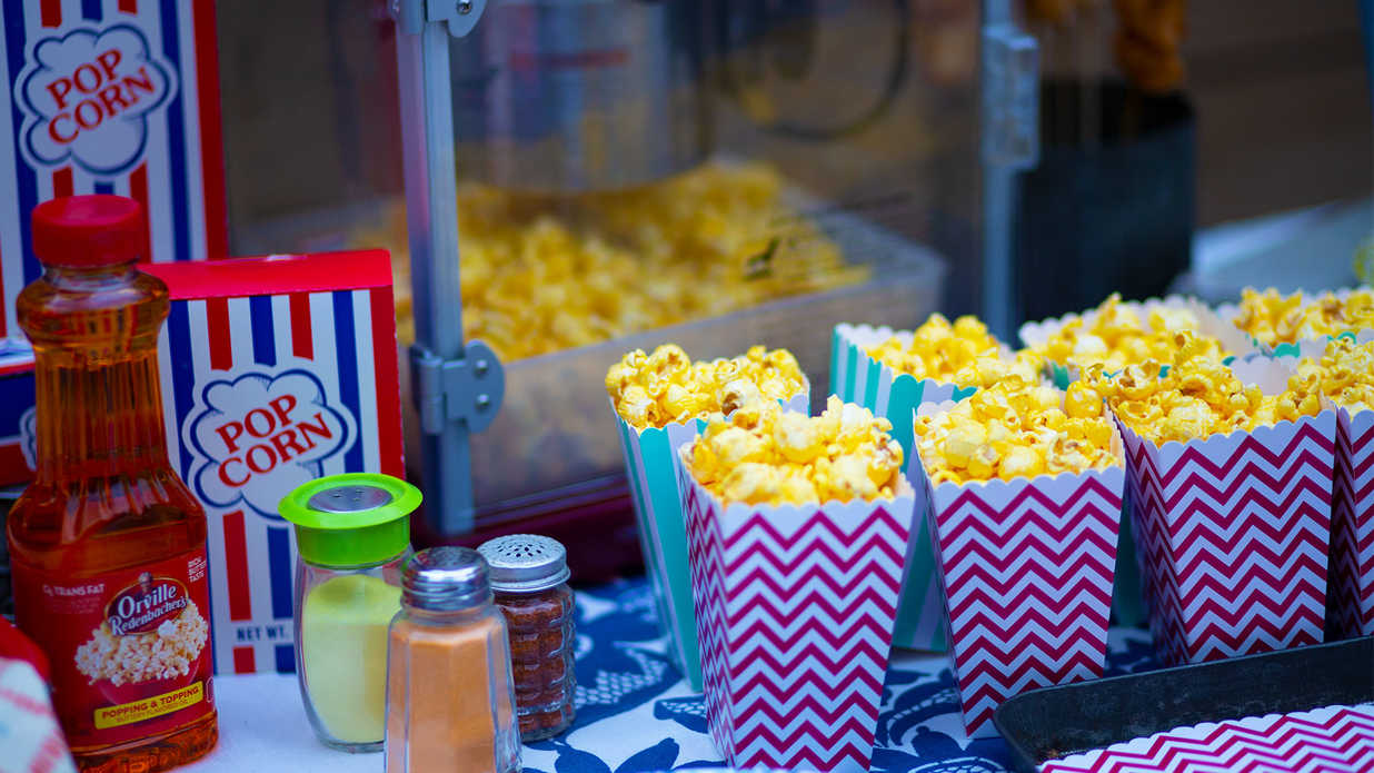 How to Host a Spectacular Backyard Movie Night