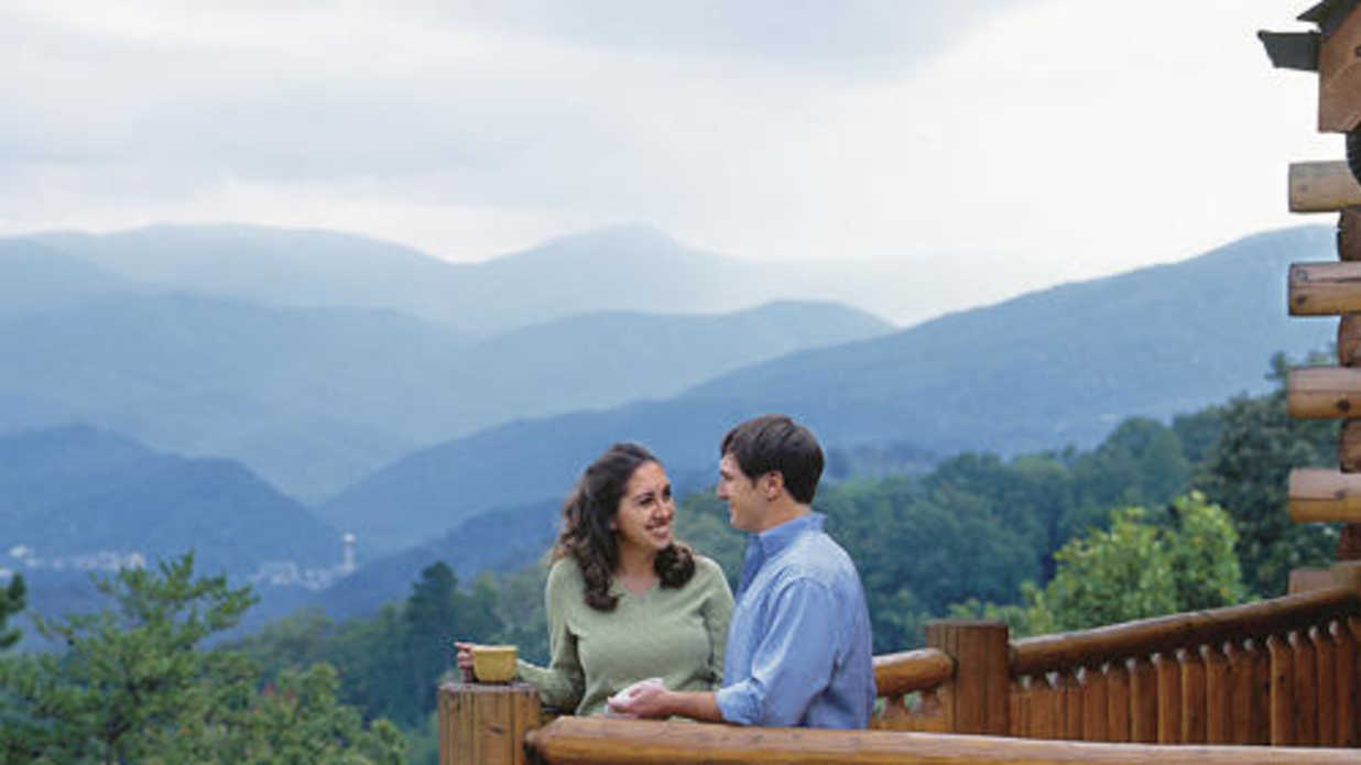 Planning a vacation in the great smoky mountains for Gatlinburg cabins for couples