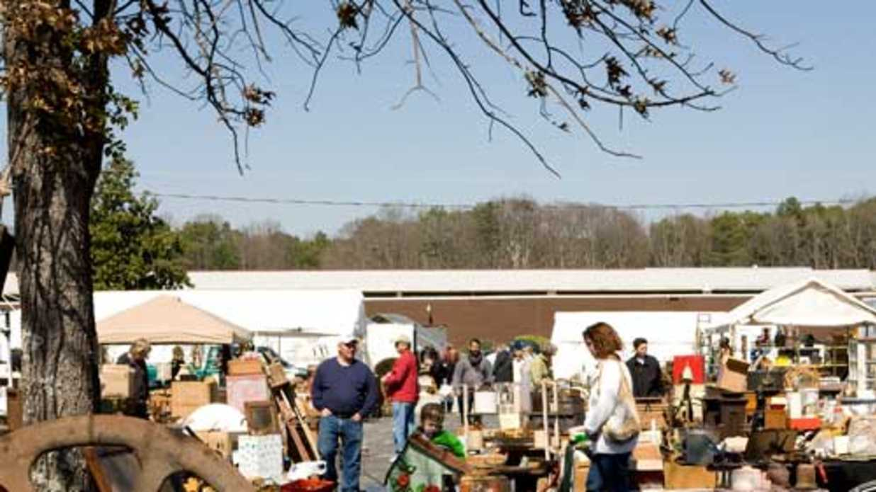 Shop Scott Antique Markets in Atlanta
