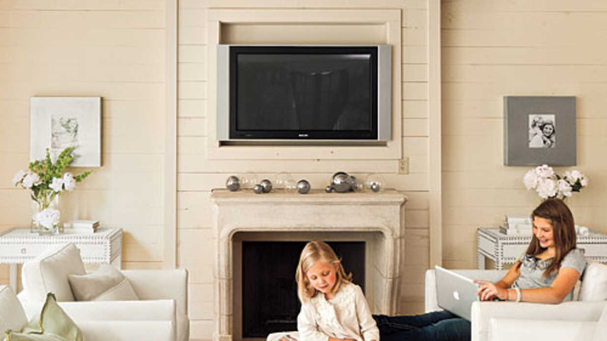 Using white paint the right way southern living How long does it take to paint a living room