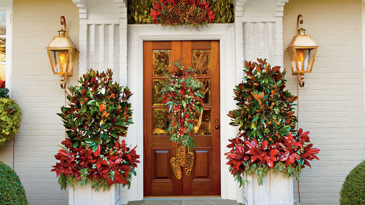 Cheer up your entry way   100 fresh christmas decorating ideas ...