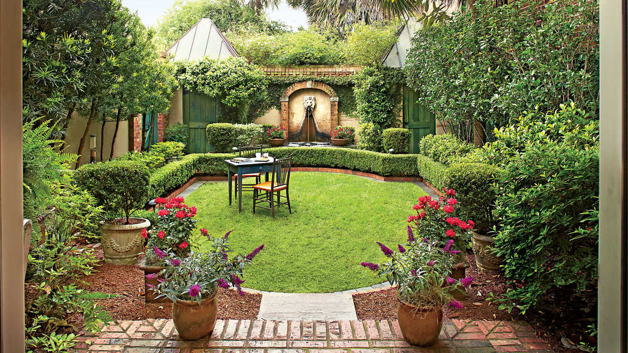 Classic courtyards southern living for Courtyard garden ideas photos
