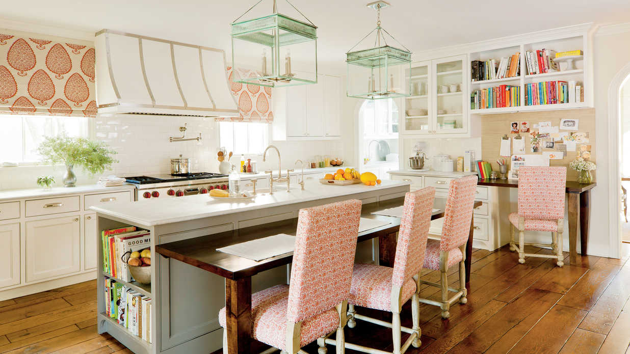 The updated traditional kitchen southern living for Southern living kitchen designs