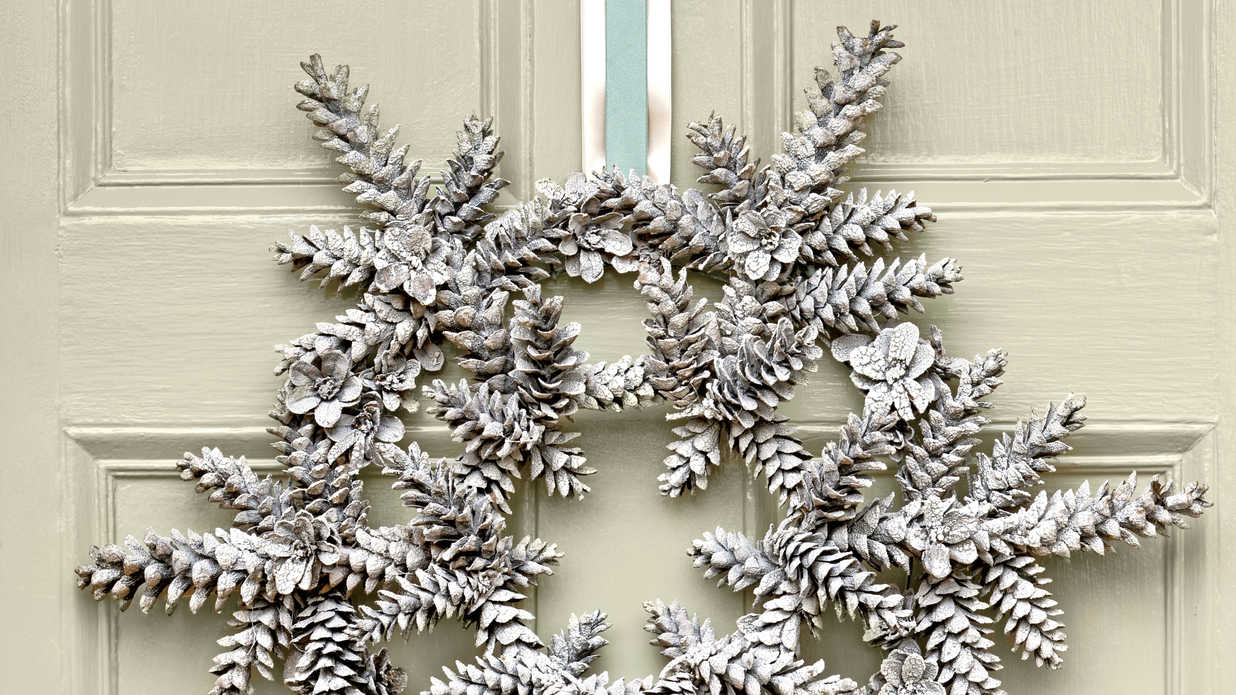DIY Christmas Wreath Made With Pinecones