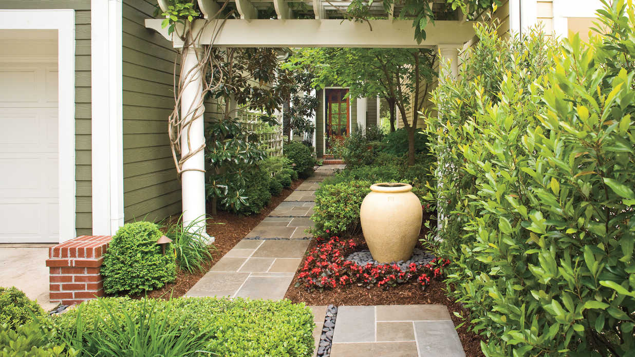 Entry courtyard classic courtyards southern living for 10 plants for courtyard gardens design