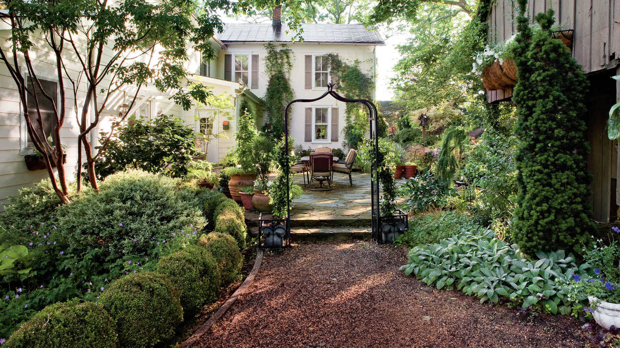 Shady garden design ideas southern living for Small shady courtyard ideas
