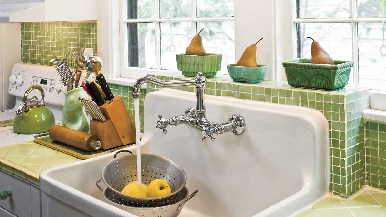 Farmhouse sink create a 1930s style kitchen southern for 1930s style kitchen design