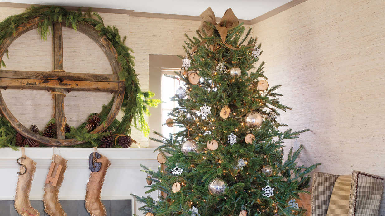 watch when to put up the christmas tree southern living - Christian Themed Outdoor Christmas Decorations