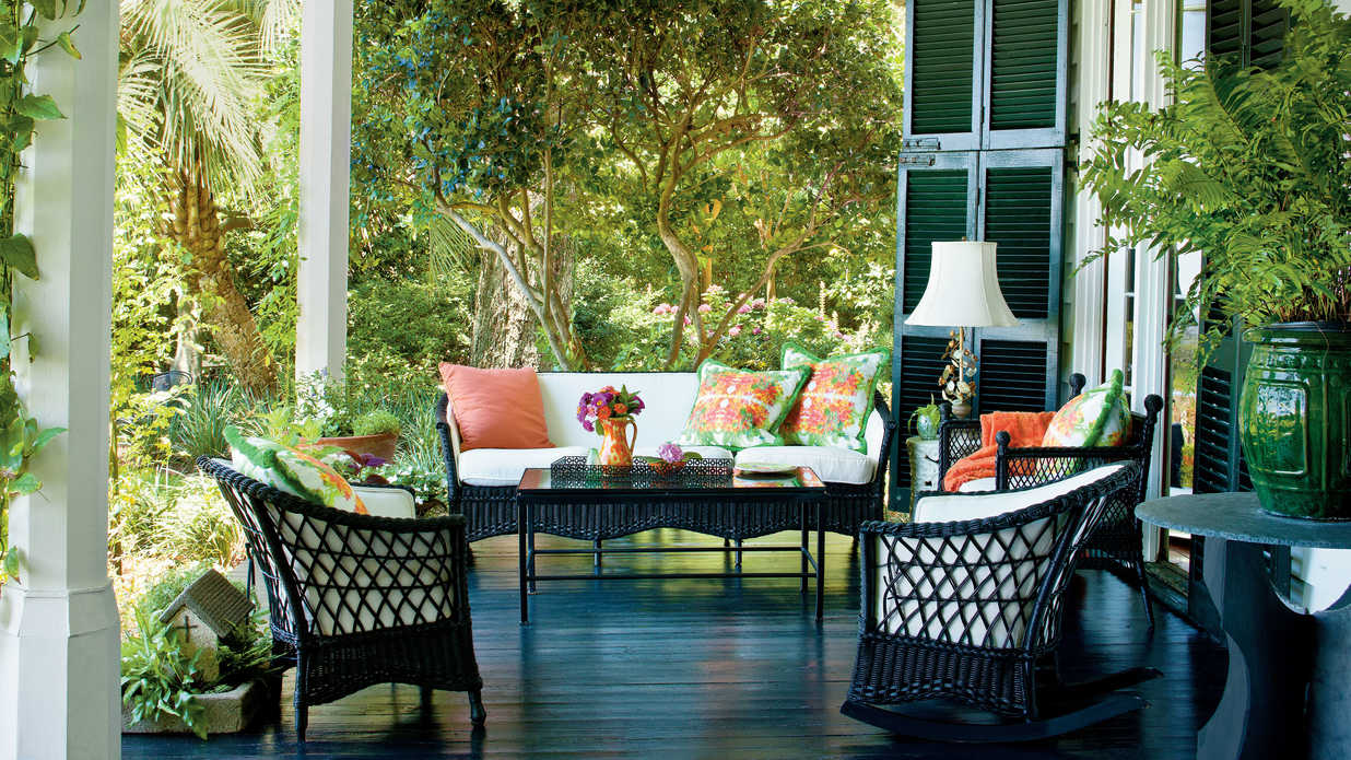 Charming southern front porch southern living for Elegant southern home decorating ideas