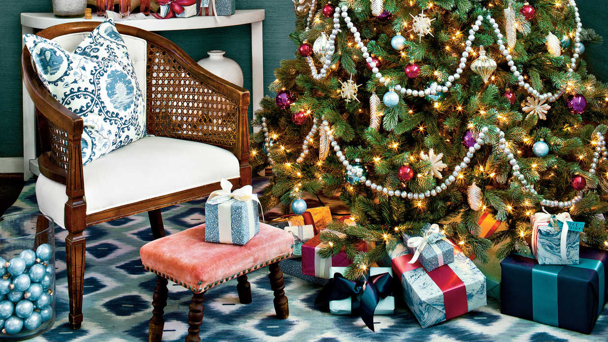 decorating with vintage christmas ornaments southern living - Christmas Tree Decorated With Vintage Ornaments