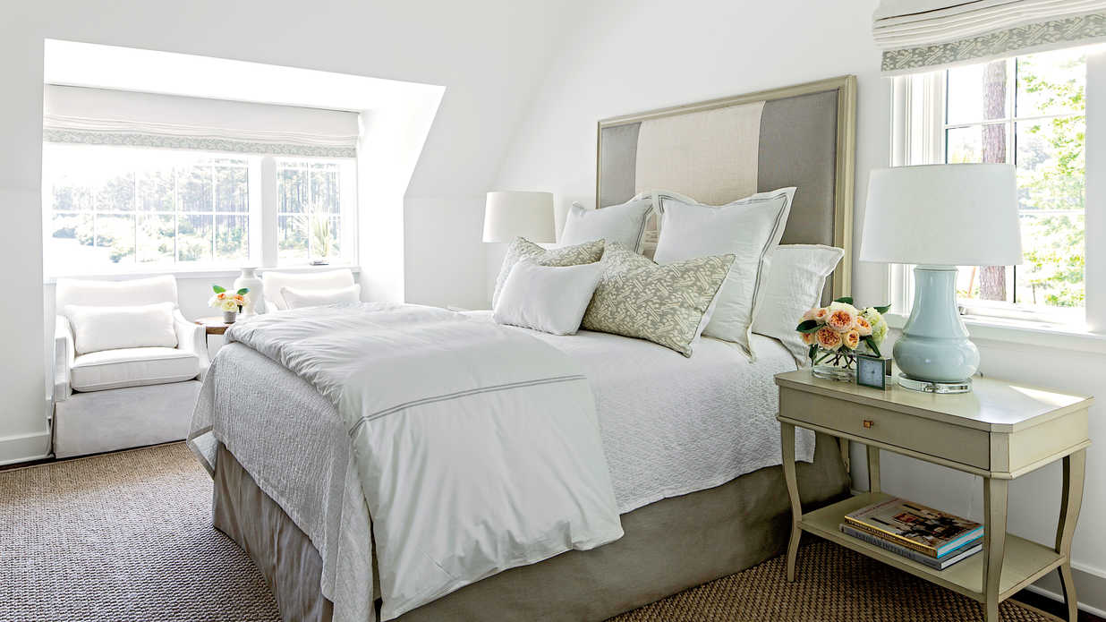 Mature Guest Bedroom - Gracious Guest Bedroom Decorating ...