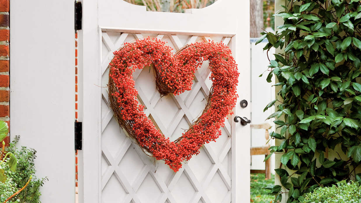 Step-by-Step: Valentine's Day Heart Wreath